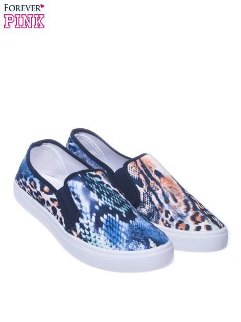 Granatowe buty slip on we wzór animal print                                  zdj.                                  2