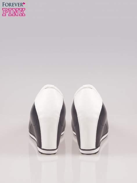 Granatowe casualowe koturny faux leather Whimsy z białą lamówką                                  zdj.                                  3