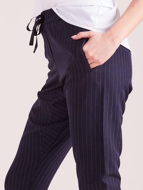 Granatowe eleganckie spodnie 7/8 w prążki                              zdj.                              6