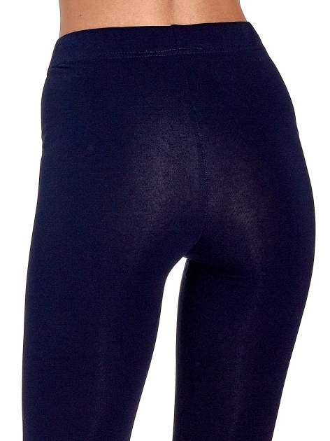 Granatowe gładkie legginsy damskie basic                                  zdj.                                  7