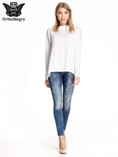 Granatowe gniecione spodnie skinny jeans z efektem marmurkowym                                  zdj.                                  2