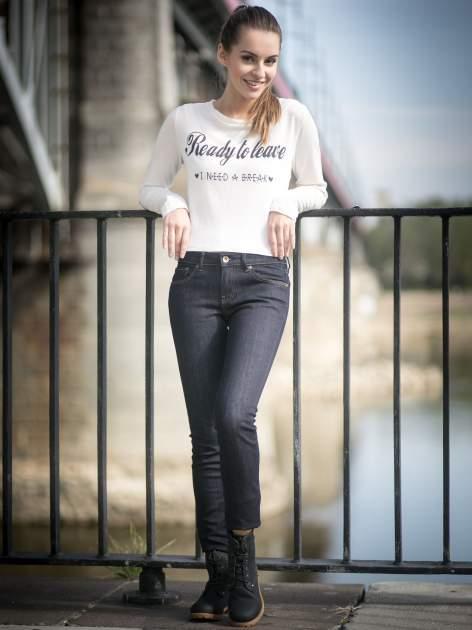 Granatowe klasyczne spodnie jeansowe rurki                                  zdj.                                  10