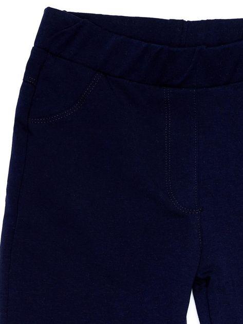 Granatowe legginsy dla dziewczynki z rozcięciami i aplikacją                              zdj.                              3