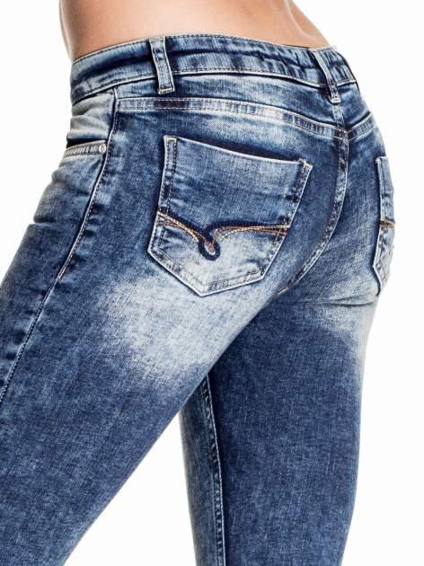 Granatowe lekko marmurowe spodnie ripped jeans                                  zdj.                                  6