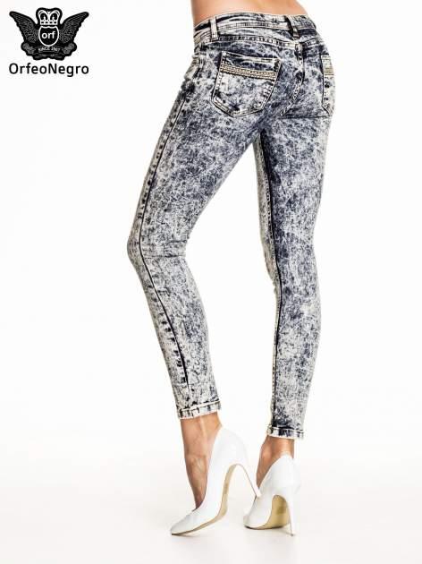 Granatowe marmurkowe spodnie skinny jeans                                  zdj.                                  4