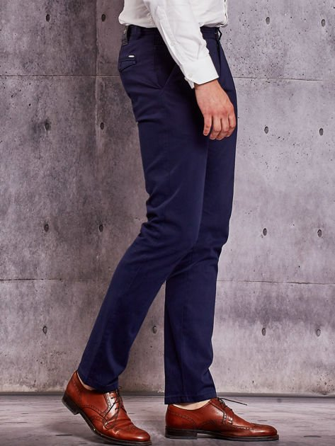 Granatowe materiałowe spodnie męskie chinosy                                  zdj.                                  5