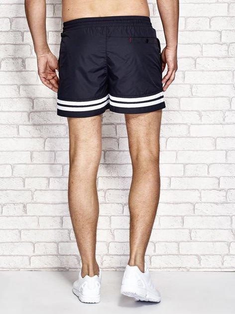 Granatowe męskie szorty kąpielowe w marynarskim stylu                              zdj.                              3