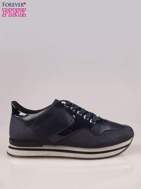 Granatowe miejskie buty sportowe na warstwowej podeszwie