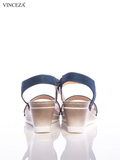 Granatowe sandały Vinceza z profilowaną skórzaną podeszwą, na koturnach                                  zdj.                                  3