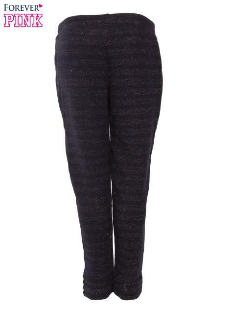 Granatowe spodnie dresowe przeplatane metaliczną nicią                                  zdj.                                  6