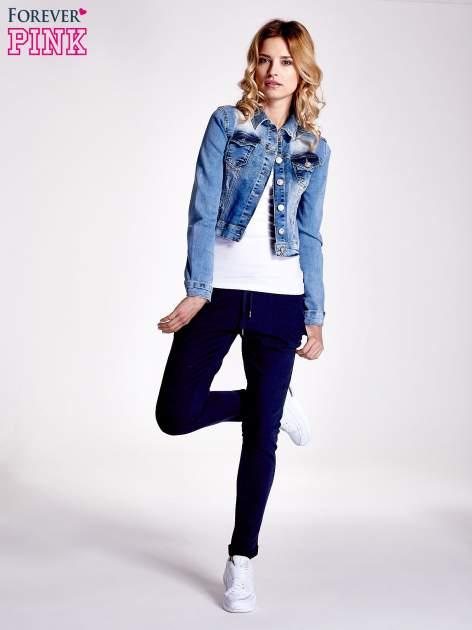 Granatowe spodnie dresowe z prostą nogawką                                  zdj.                                  2