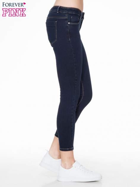 Granatowe spodnie jeansowe rurki 7/8                                  zdj.                                  3