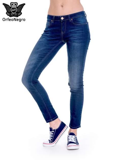 Granatowe spodnie jeansowe rurki z cieniowaniem                                  zdj.                                  1