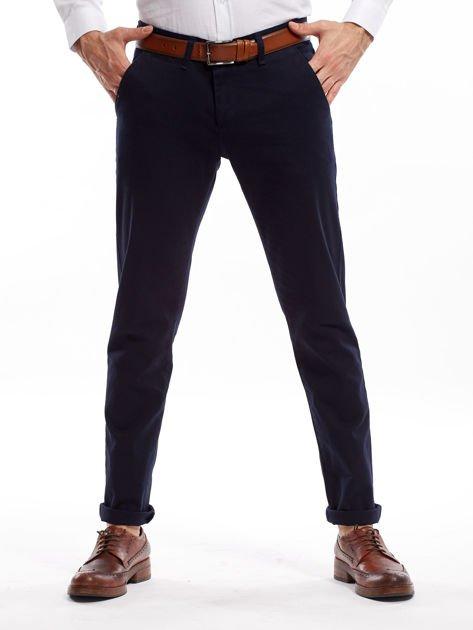 Granatowe spodnie męskie chinosy o prostym kroju                              zdj.                              13