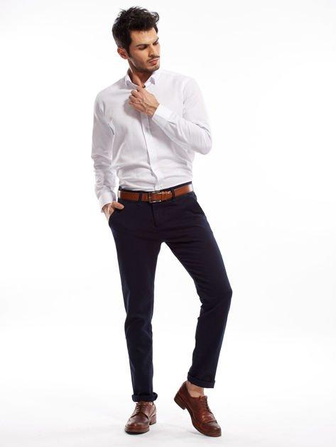 Granatowe spodnie męskie chinosy o prostym kroju                              zdj.                              4