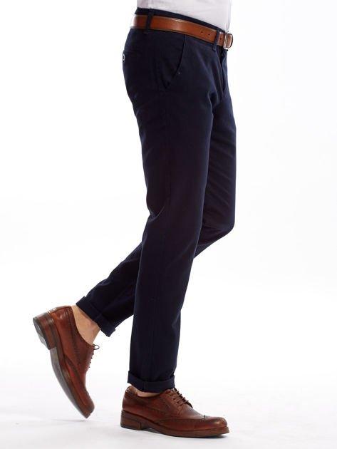 Granatowe spodnie męskie chinosy o prostym kroju                              zdj.                              3
