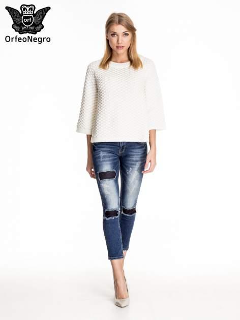 Granatowe spodnie skinny jeans z czarnymi łatami                                  zdj.                                  2