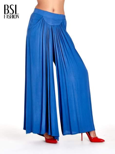 Granatowe zwiewne spodnie typu culottes                                  zdj.                                  1