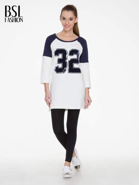 Granatowo-biała długa bluza baseballowa z numerkiem                                  zdj.                                  2