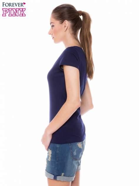 Granatowy basicowy t-shirt z dekoltem w serek                                  zdj.                                  3