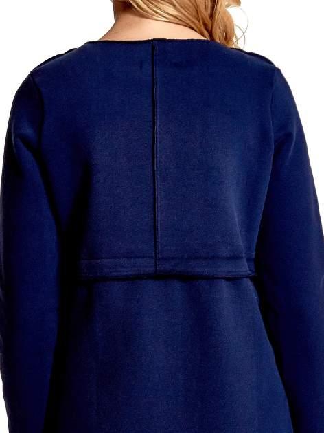 Granatowy dresowy bluzopłaszczyk o pudełkowym kroju                                  zdj.                                  7