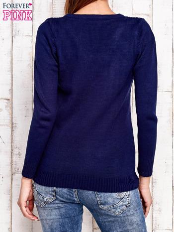Granatowy dzianinowy sweter z wiązaniem                                  zdj.                                  4