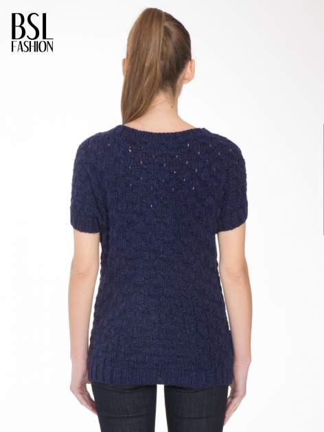Granatowy dziergany sweterek z krótkim rękawem                                  zdj.                                  4