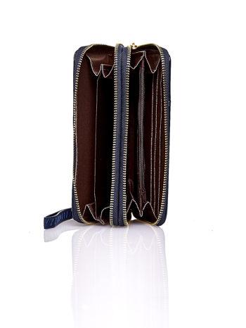 Granatowy lakierowany portfel z uchwytem na rękę                                  zdj.                                  3