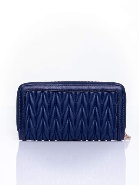 Granatowy pikowany portfel ze złotym suwakiem                                  zdj.                                  2