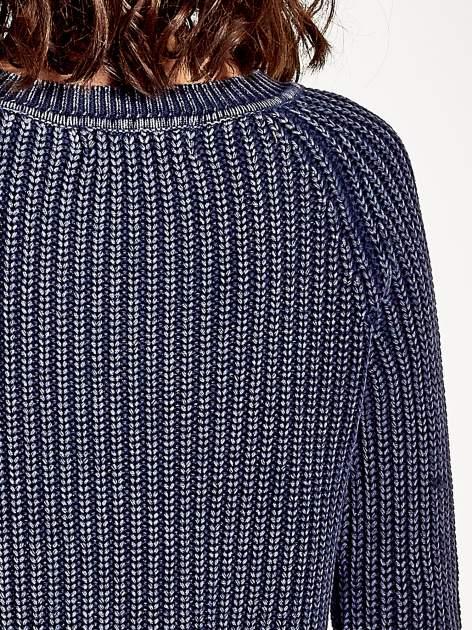 Granatowy sweter cropped z rozporkami                                  zdj.                                  7