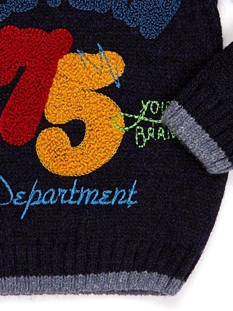 Granatowy sweter dla chłopca z napisem                              zdj.                              4
