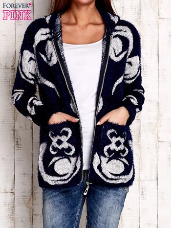 Granatowy sweter long hair z ornamentowym motywem                                  zdj.                                  6