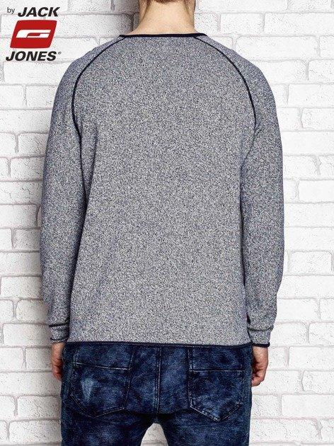 Granatowy sweter męski z ciemnym wykończeniem