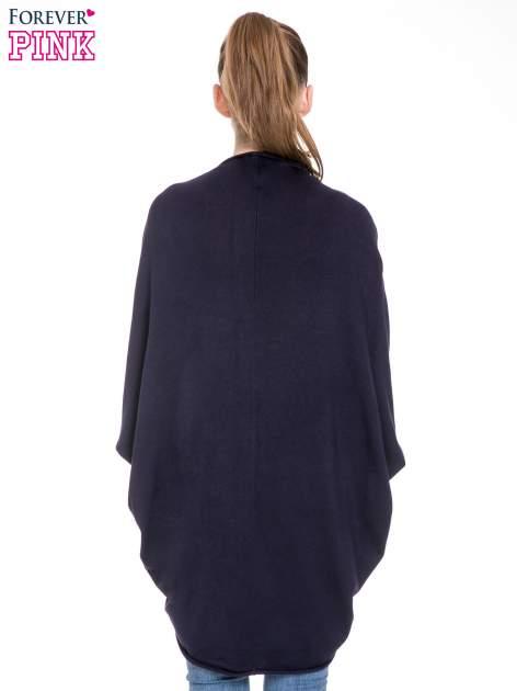 Granatowy sweter narzutka z nietoperzowymi rękawami                                  zdj.                                  6