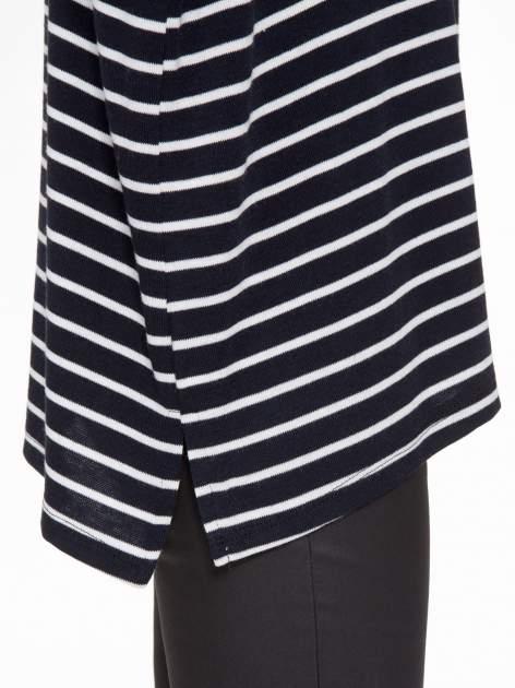 Granatowy sweter w białe paski o kroju oversize                                  zdj.                                  8