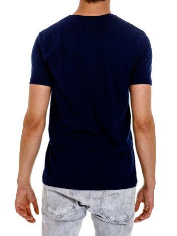 Granatowy t-shirt męski z nadrukiem napisów w sportowym stylu                                  zdj.                                  5
