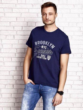 Granatowy t-shirt męski z napisem BROOKLYN NYC                                  zdj.                                  1