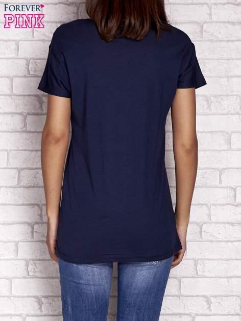 Granatowy t-shirt z naszywką ARMY                                  zdj.                                  4