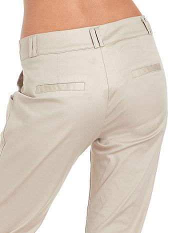 Jasnobeżowe spodnie cygaretki z zakładkami                                  zdj.                                  7