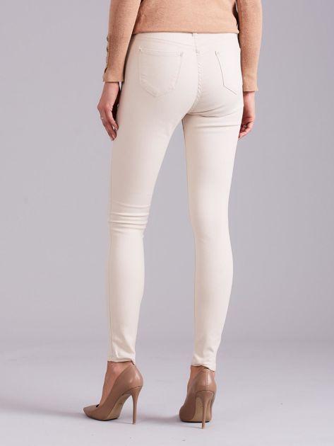 Jasnobeżowe spodnie jeansowe                              zdj.                              2