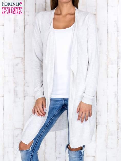 Jasnobeżowy długi niezapinany sweter z kieszeniami                                  zdj.                                  1