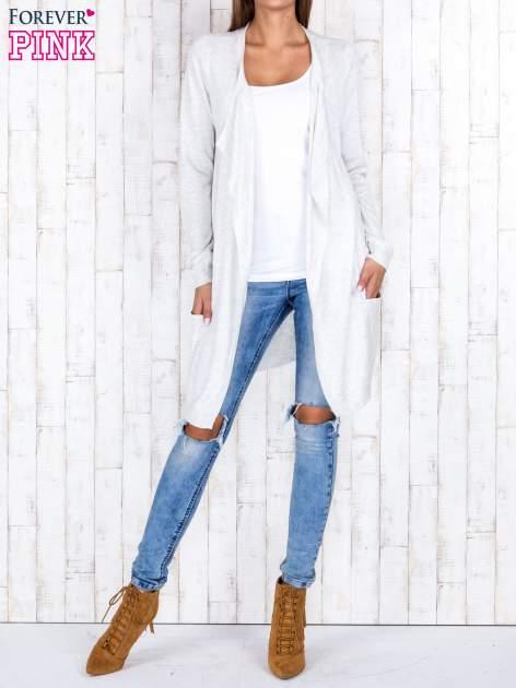 Jasnobeżowy długi niezapinany sweter z kieszeniami                                  zdj.                                  2