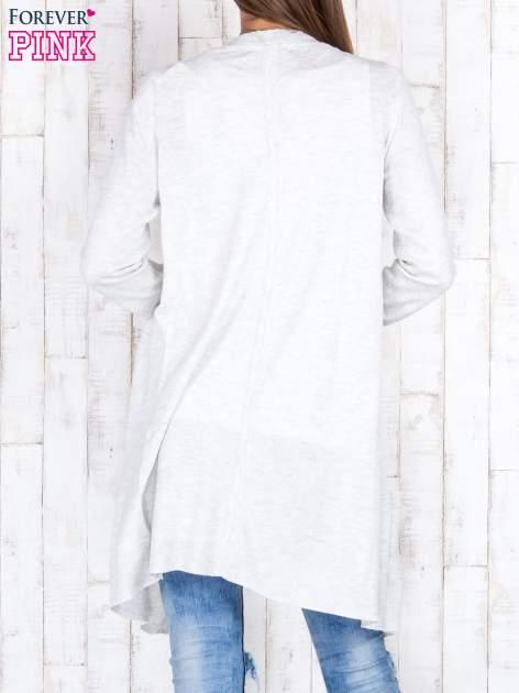 Jasnobeżowy długi niezapinany sweter z kieszeniami                                  zdj.                                  4