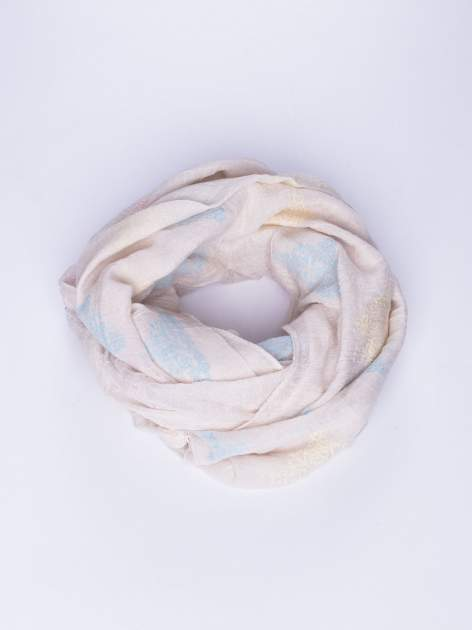 Jasnobeżowy lekki szal z delikatnym haftem                                  zdj.                                  1
