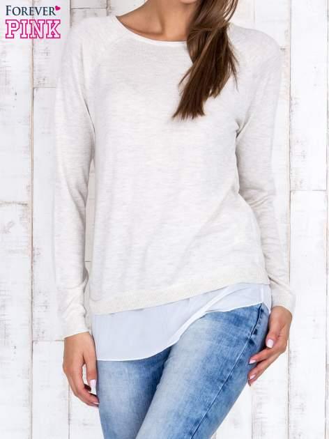 Jasnobeżowy luźny sweter z siateczką i wycięciem z tyłu