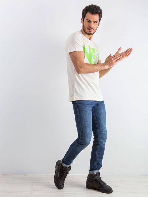 Jasnobeżowy męski t-shirt Public                              zdj.                              4