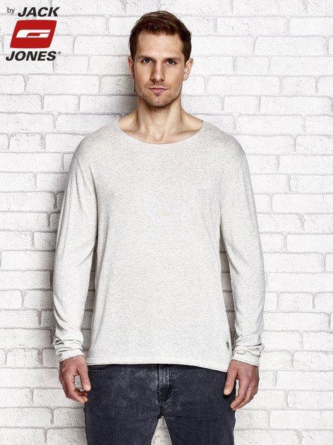 Jasnobeżowy sweter męski z surowym wykończeniem