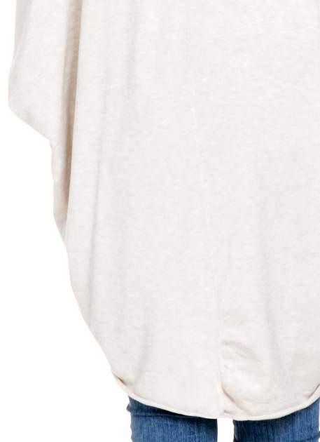 Jasnobeżowy sweter narzutka z nietoperzowymi rękawami                                  zdj.                                  8