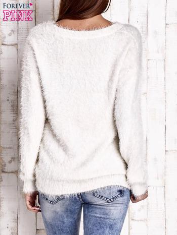 Jasnobeżowy sweter z długim włosem                                  zdj.                                  4