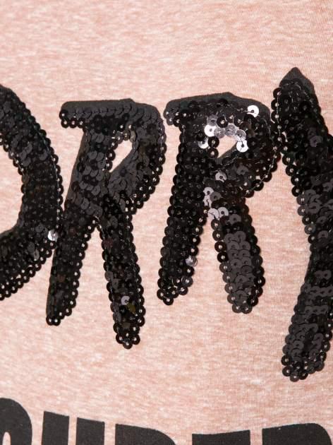 Jasnoborodowy t-shirt z napisem SORRY I'M SUPER FRESH z dżetami                                  zdj.                                  8